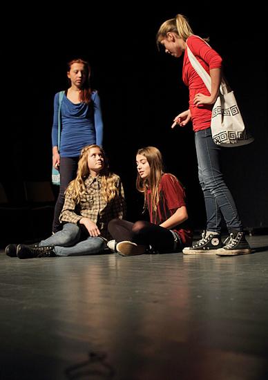 IMG_9789_Teaterskole_eftera_r_2012